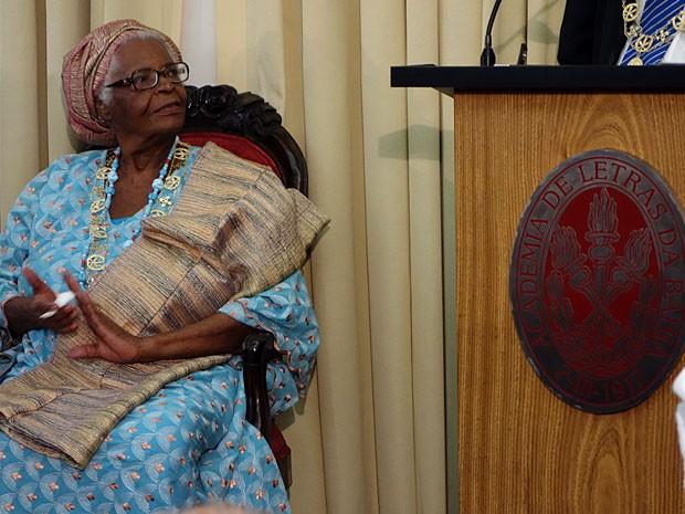 1ª iyalorixá 'imortal', Mãe Stella assume cadeira que foi de Castro Alves na BA
