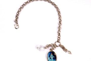 Pulseira faz homenagem à Iemanjá  e mistura moda e proteção