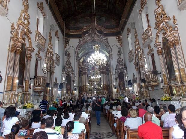 Fiéis lotaram Igreja de Nosso Senhor do Bonfim (Foto: Ruan Melo/ G1)
