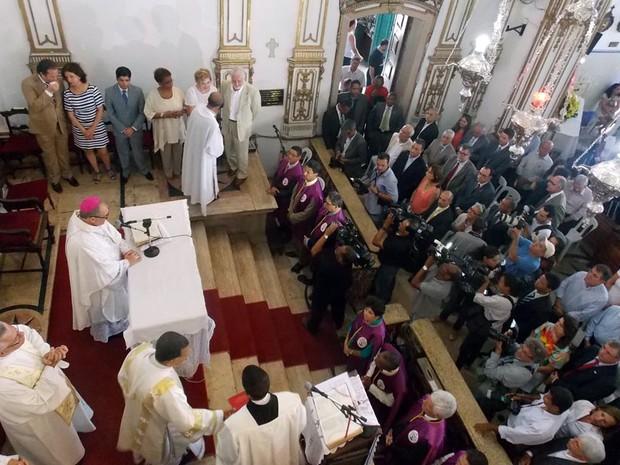 Missa foi celebrada antes da entrega do título de patrimônio imaterial à Festa do Senhor do Bonfim (Foto: Ruan Melo/ G1)