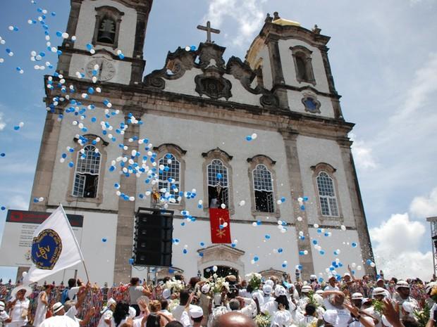 Lavagem do Bonfim leva multidão de fiéis às ruas (Foto: Ingrid Maria Machado/G1 BA)