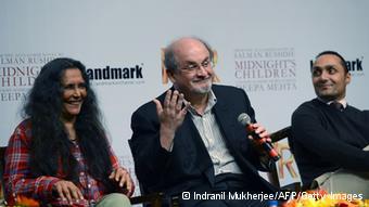 """Rushdie na apresentação em Bombaim de filme baseado em """"Os filhos da meia-noite"""""""