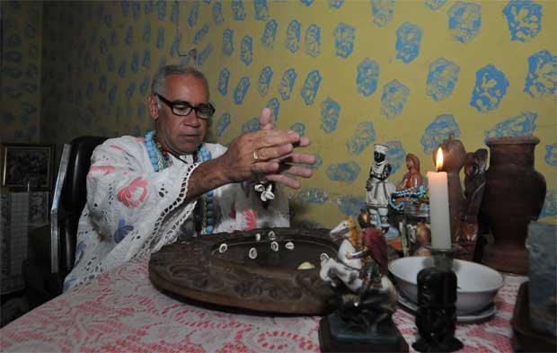 O pai Sidney Ti Osòósi lidera terreiro no Bairro Aarão Reis que é considerado patrimônio histórico de BH