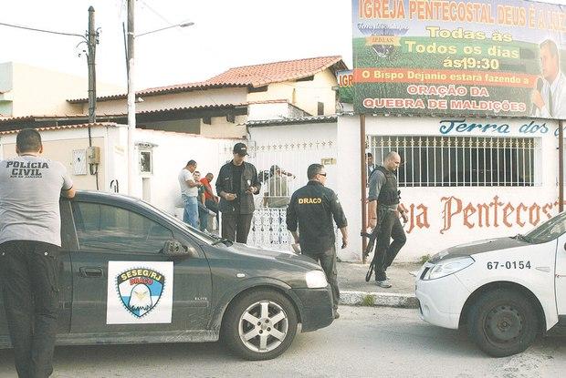 Em meados de 2012, uma força-tarefa da polícia e do Ministério Público prendeu 10 pessoas, entre elas, um pastor de igreja da Zona Oeste Foto:  Osvaldo Praddo / Agência O Dia