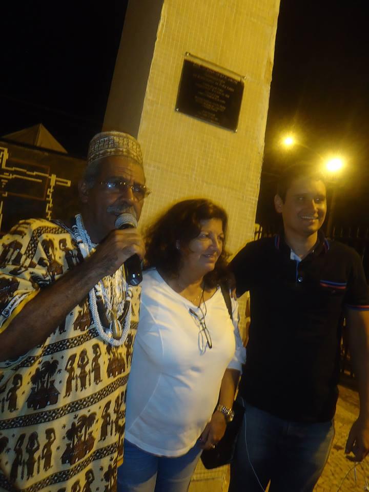 Pai Luiz com dona Vera Dias da Seconserva e o Administrador regional Luiz Otávio Ramos na reinauguração da Praça dos Pretos velhos!