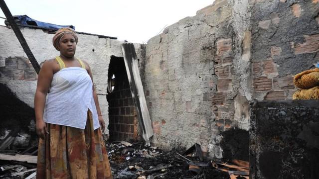 Criminosos colocam fogo em centro espírita de Caxias