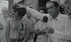 João Saldanha brinca com o cabelo de um fã (Foto: Reprodução)
