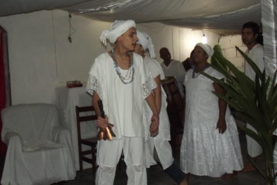 Viny d´Logun-Edé inicia três iyawòs em Saquarema