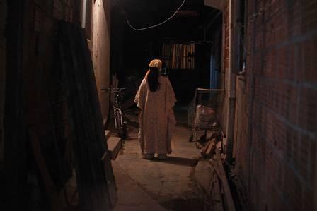 """Mãe de santo teve terreiro fechado na Pavuna pelo """"exército de Jesus"""" Foto: Urbano Erbiste / Extra"""