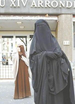 Burca e véu são proibidos em escolas da França por vários motivos Foto:  Reuters