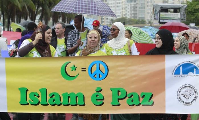 Representantes de dezenas de religiões participaram do ato - Domingos Peixoto / Agência O Globo