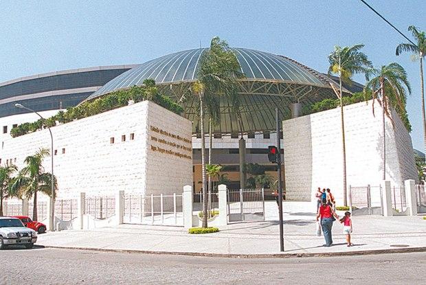 Central telefônica do S.O.S espiritual fica na Catedral Mundial da Fé, em Del Castilho, e funciona 24h Foto:Agência O Dia