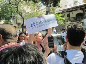 Mães de alunos defendem a diretora da escola onde menino usando guias foi barrado (Foto: Alba Valéria Mendonça/ G1)