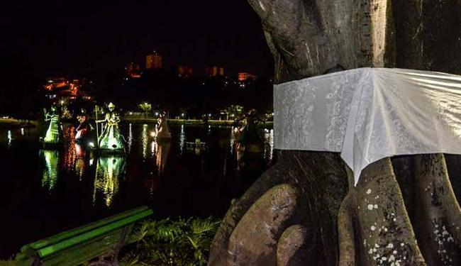 Divulgação | Fafá M. Araújo Árvores são amarradas com tecido branco pelo fim da violência contra negros e intolerância religiosa