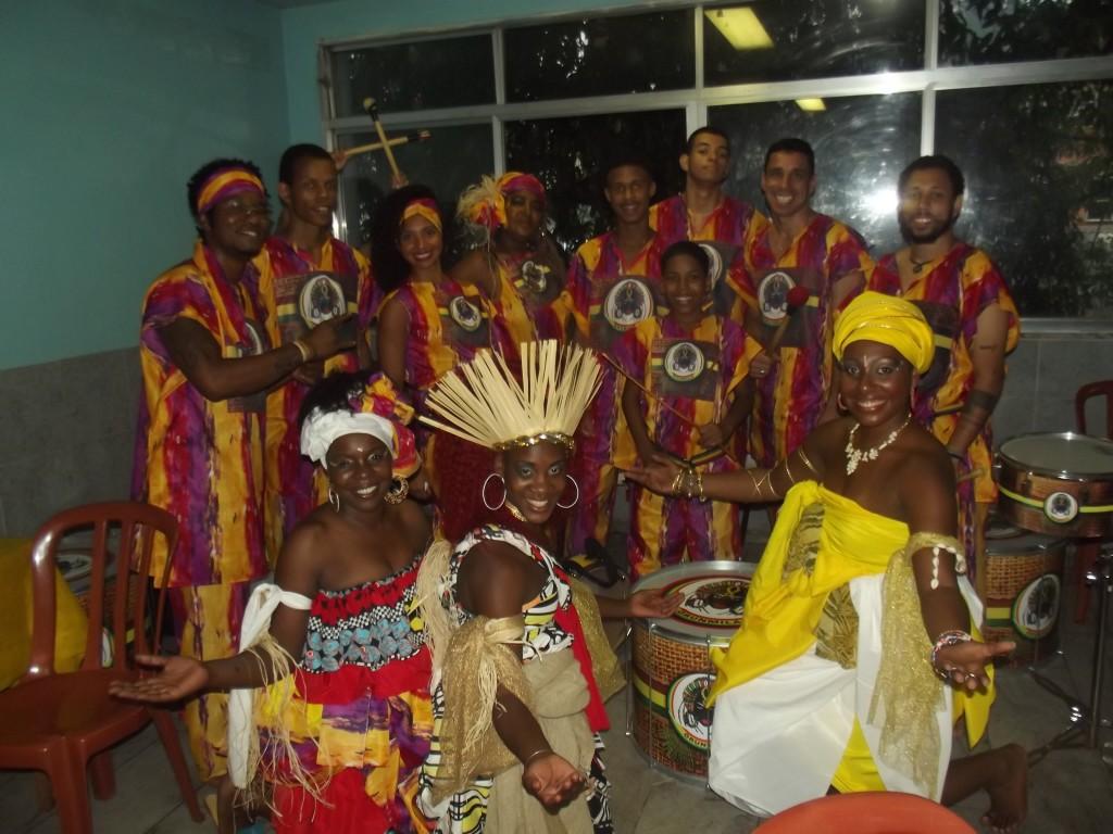 Dançarinos, músicos e performistas do Grupo Orunmilá