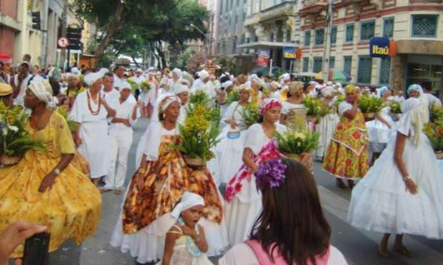 Cortejos formados por membros das religiões de matriz africana caminham pelo fim do preconceito.Foto: Arquivo/ Angélica Souza/ NE10