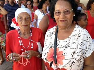 Nida Santos participou de toda procissão aos 80 anos (Foto: Ruan Melo/G1)