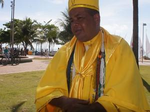 Segundo José Edson dos Santos, oferendas serão lançadas ao mar (Foto: Paula Nunes/G1)