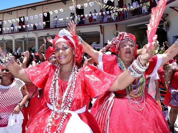 Festa à Santa Bárbara, em Salvador, reúne baianas (Foto: Max Haack/Ag. Haack)