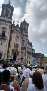 Tairine Ceuta | Cidadão Repórter Fiéis participam de celebração que precede cortejo até o Bonfim