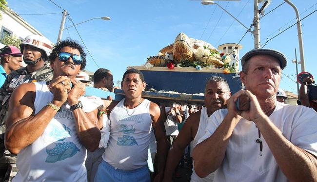 Lúcio Távora | Ag. A TARDE Marcos Souza (de boina) é alvo de crítica de pescadores e mãe de santo