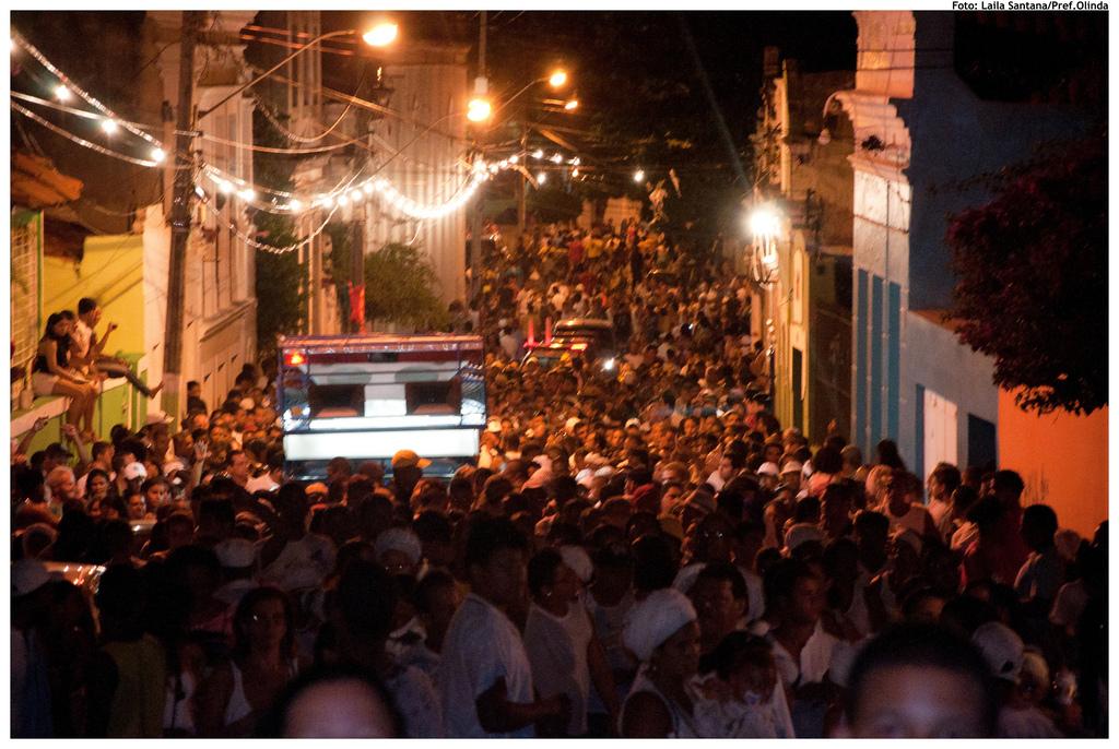 Mais de 15 mil pessoas participaram da celebração religiosa da lavagem histórica das escadarias da Igreja do Nosso Senhor do Bonfim. Foto: Laila Santana/Pref.Olinda