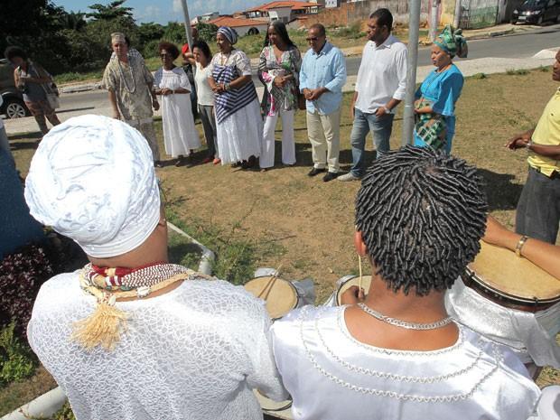 O ato simbólico foi organizado pelo terreiro Axé Abassá de Ogum, fundado pela ialorixá, e contou com as presenças de representantes do governo estadual e músicos do bloco Malê Debalê. (Foto: Elói Corrêa/GOVBA)