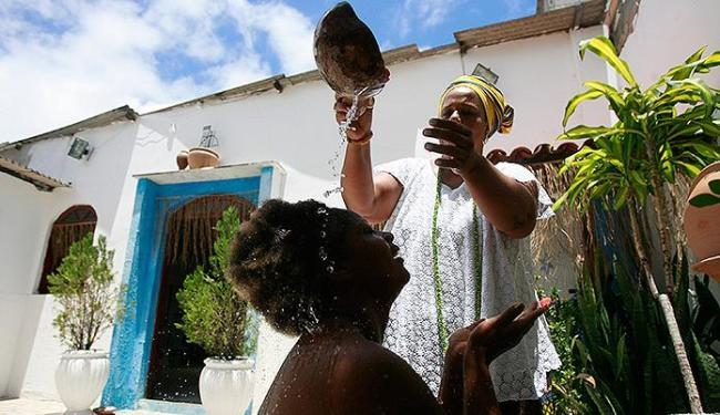 Deusa do Ébano se purifica antes do desfile do Ilê Aiyê