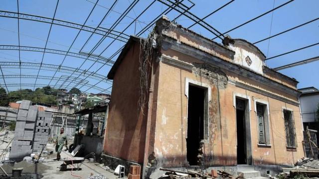 Memória prestes a virar pó: casa dará lugar à loja e depósito Foto: Roberto Moreyra / Extra