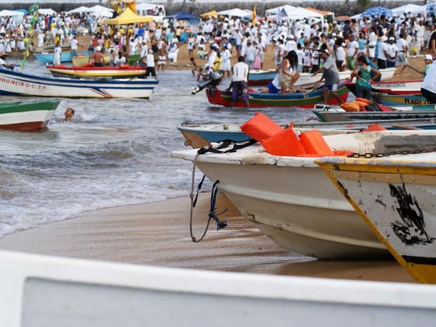 Público nos festejos a Iemanjá (Foto: Egi Santana/G1)