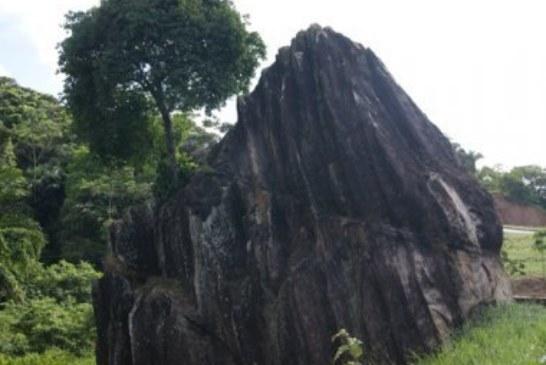 Alvo de intolerância religiosa, Pedra de Xangô pode ser tombada