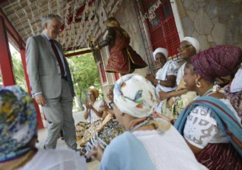 Janine Moraes O ministro visitou o terreiro de candomblé Ilê Axé Opô Afonjá, tombado em 1999 Iphan e foi recebido por mãe Stella de Oxóssi, de 89 anos, uma das responsáveis pelo tombamento do terreiro e importante líder dos povos de matriz africana no Brasil