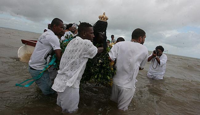Mila Cordeiro l Ag. A TARDE A entrega das oferendas ocorreu na praia de Itapema, distrito de Santo Amaro