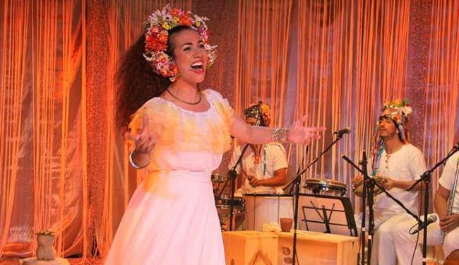 Claudia Ribeiro | Divulgação A atriz Clara Santhana no espetáculo Deixa Clarear - Musical sobre Clara Nunes