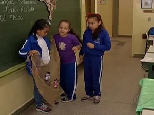 Alunos aprendem sobre a cultura afro na sala de aula. (Foto: Reprodução/ TV Diário[)