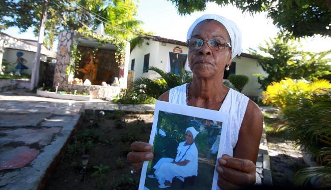 Joá Souza | Ag. A TARDE | 11.06.2015 Mary com a foto da religiosa falecida no último dia 1º