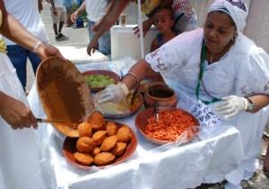 Reprodução O ofício das baianas de acarajé, registrado como Patrimônio Imaterial Brasileiro pelo Iphan em 14 de junho de 2005, é a prática tradicional de produção e venda nos espaços públicos, em tabuleiro, das chamadas comidas de baiana