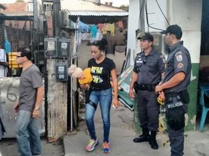 Uma boneca foi usada na reconstituição para ajudar na elucidação do crime (Foto: Stella Freitas)