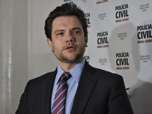 Delegado Cleyson Rodrigo Brene deu detalhes do depoimento do suspeito (Foto: Jéssica Balbino/ G1)