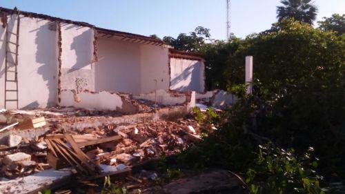 WHATSAPP O POVO De acordo com uma praticante, a destruição ainda não foi completa porque uma parede afeta outra casa, impossibilitando a derrubada