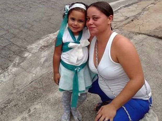Mãe e filha foram esganadas por pedreiro no último sábado (20) (Foto: Reprodução/ Facebook)