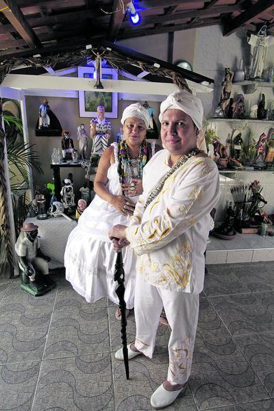 FORTALEZA, CE, BRASIL, 24-07-2015: Pai Wagner e Mãe Edna, no esapço reservado a umbanda. Intolerância religiosa com matrizes africanas. (Foto: Edimar Soares/O POVO)