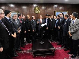 Agência Senado Renan Calheiros recebe lideranças religiosas no Senado: promessa de aprovação rápida
