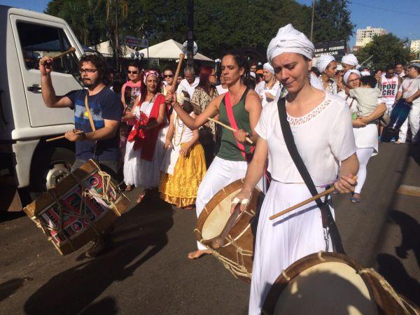 Instrumentos e vestuário típico chamaram a atenção dos visitantes