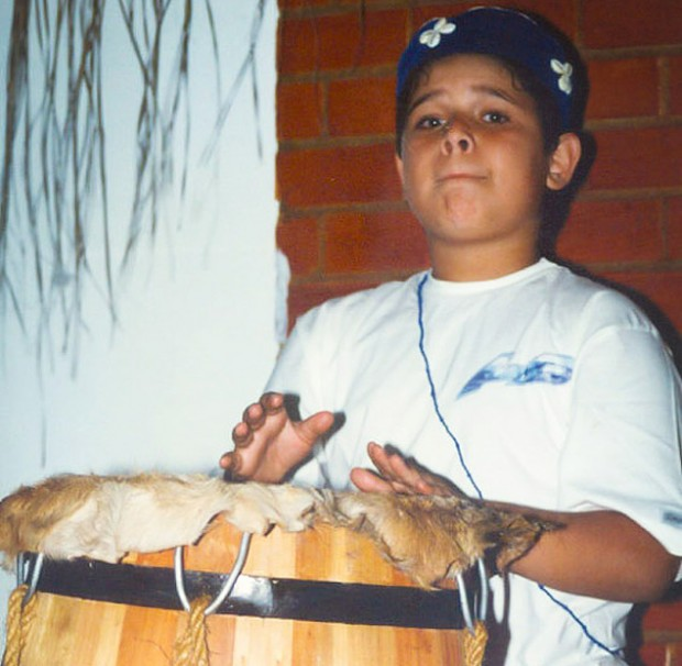 """Ricardo Nery (en la foto con 8 años) fue llamado con sólo 4 de """"hijo del diablo"""" por una profesora. Fotografía: Stela Guedes Caputo."""