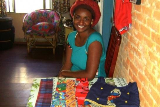 Moradora de Mauá cria brechó itinerante de artesanato e roupas afro