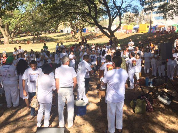 Roda musical de membros da Umbanda e Candomblé