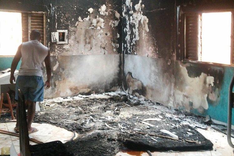 Vizinhos tentaram ajudar, mas não conseguiram apagar o fogo em Santo Antônio do Descoberto (GO)