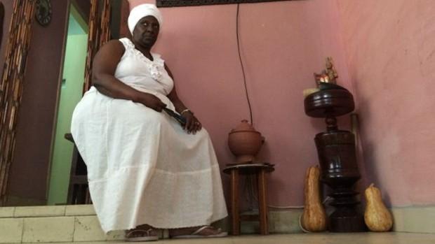 Sacerdotisa da santeria diz que praticantes da religião afro-cubana são 'mais seguidores de Cristo que qualquer outro grupo' (Foto: BBC Brasil)
