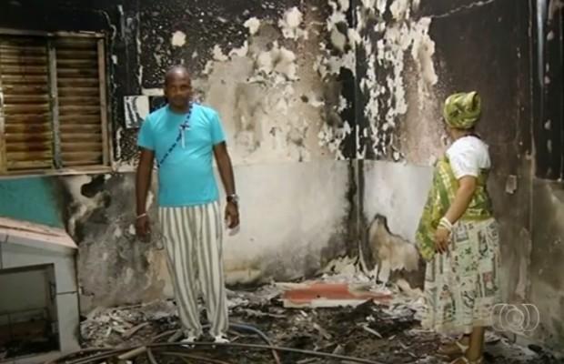 Incêndio em terreiro de candomblé causou prejuízo de R$ 100 mil (Foto: Reprodução/TV Anhanguera)